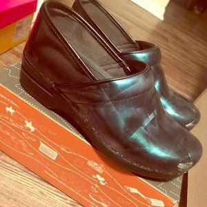 Dansko XP Paint Brush Patent Leather Clog